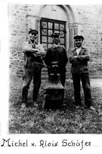 """Überführung der alten Kapellenglocke in die """"neue"""" Antoniuskapelle"""