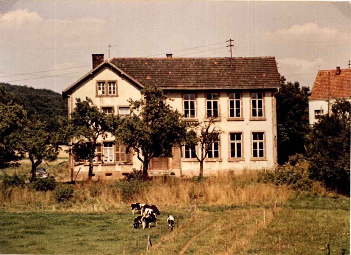 Volksschule Niedersaubach-Rümmelbach 1936, jetzt 2-stöckig, Foto: Jakob Britz (Schmitz Jakob)