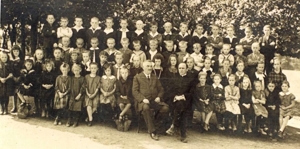 Schuljahrgänge 1915 - 1922, Foto: Schmitz Jakob (Jakob Britz)