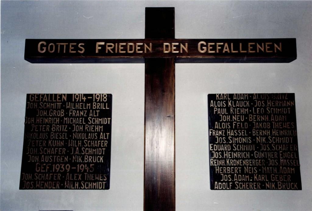 Die gefallenen Niedersaubacher und Rümmelbacher des 1. und 2. Weltkrieges, Erinnerungstafeln in der Antoniuskapelle
