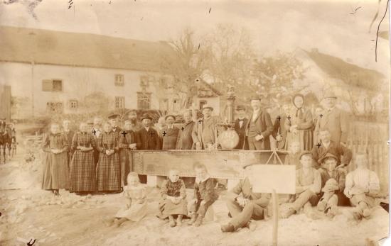 Einweihung des Dorfbrunnens in Rümmelbach 1895, Foto: Schaidt (hatte erste Kamera in Lebach), Archiv: Egon Gross