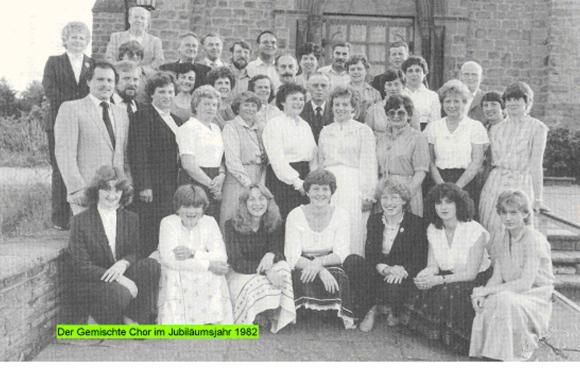 Gemischter Chor im Jubiläumsjahr 1982, Artikel und Foto: SZ 1982