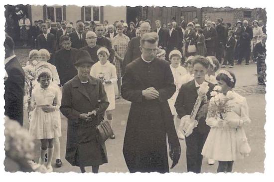 Primiz 1961 in der Heimat Driesch - begleitet von Mutter Elisabeth und Brüderchen Alois