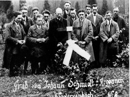 Besuch am Grab von Johann Schmidt im Argonnerwald unter Führung von Georg Warken (Böhmer Schorsch)