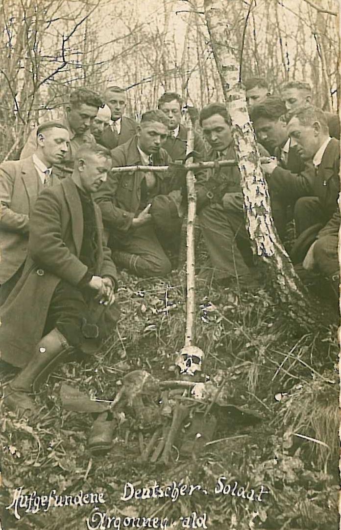 Georg Warken (Böhmer Schorsch), selber Kriegsveteran, organisierte in den 1920er Jahren Besuche an den Gräbern im Argonner Wald, Fotoarchiv: Gertrud Manger
