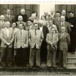 Dr. Adams im Kreis seines Lehrerkollegiums